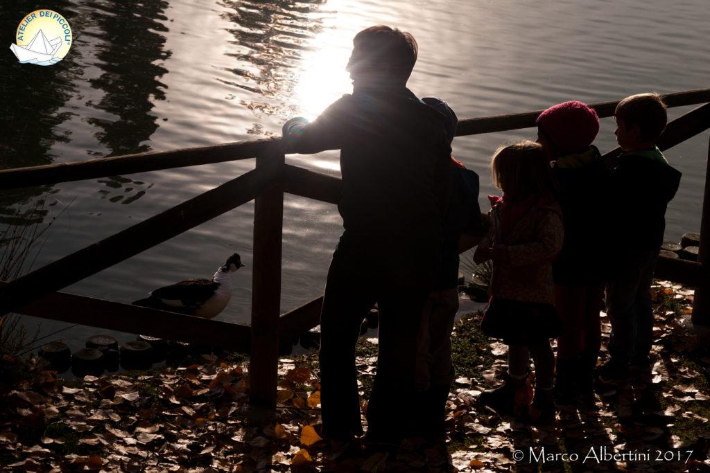 bambini al laghetto